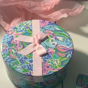 NWT Lilly Pulitzer Makeup Gift Set -